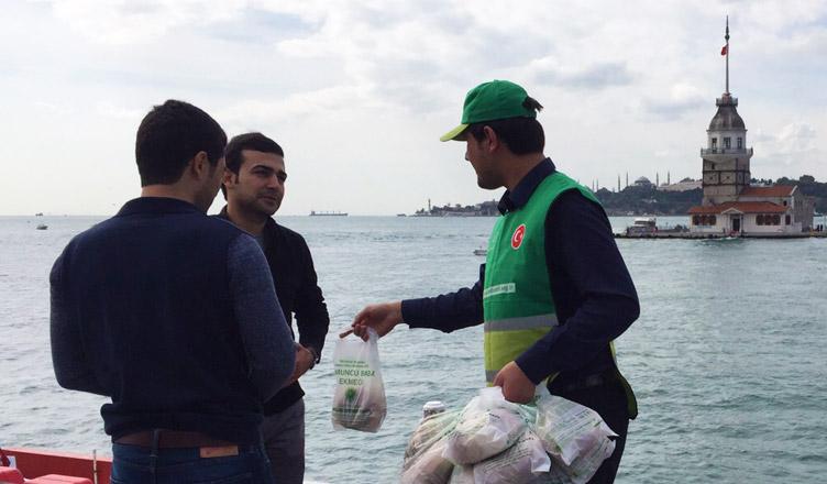 Somuncu Baba Ekmeği İkramı - İstanbul
