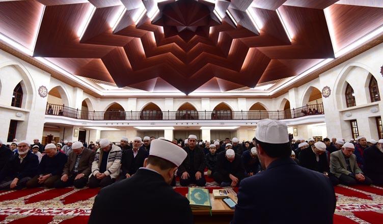 somuncu-baba-kulliyesi-mevlid-kandili-2017-program-imam-cemaat-namaz
