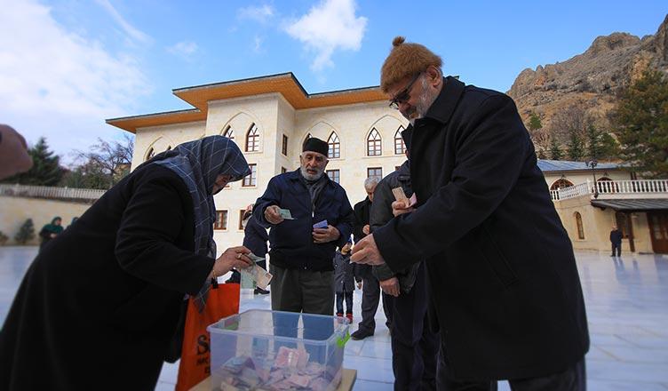 Yemen'e Sessiz Kalma kampanyası için Somuncu Baba Külliyesi'nde bağış toplandı