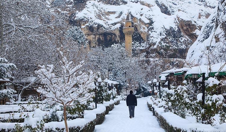 darende somuncu baba camii kar manzarası