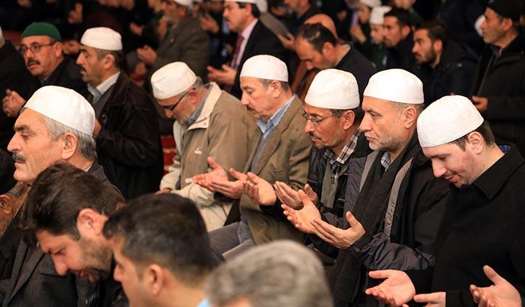 yeni zelanda da camilere yapılan saldırıda vefat eden müslümanlar için dua yapıldı